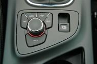 Opel Insignia zmusza do wyboru nawigacji albo słuchania CD, fot. moto.wieszjak.pl