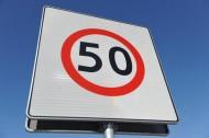 Jaka jest dopuszczalna prędkość na drogach w 2011 roku?
